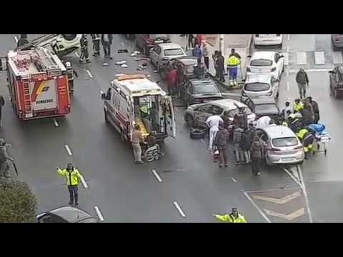 Cuatro personas heridas en un espectacular accidente en Santander