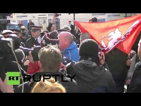 UK: Far-right clash with police, demand return of capital punishment for Lee Rigby killers