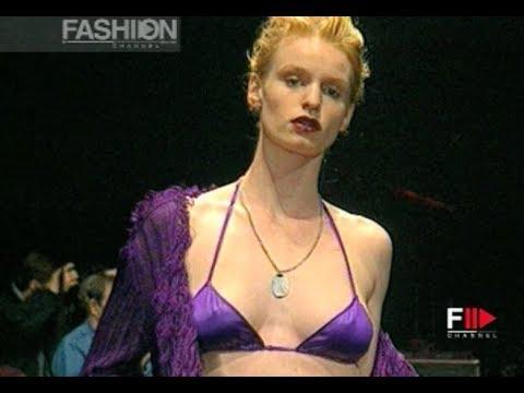 CORINNE COBSON Fall 1994/1995 Paris - Fashion Channel