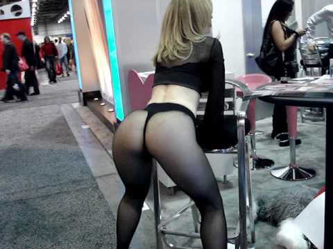 2010  Adult Entertainment Expo (AEE)_Nina Hartley