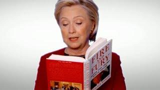 Her leser Hillary Clinton fra Trumps skandalebok