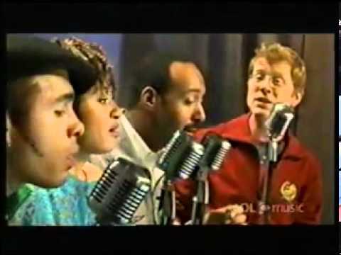 Jesse L. Martin sings Seasons of Love w Rent costars.