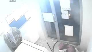 Thieves trying to break ATM machine caught on CCTV in Agra