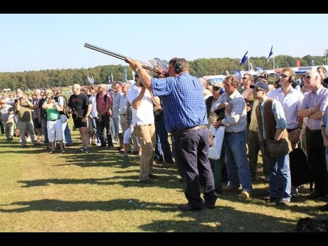 World record longest shot at a clay pigeon