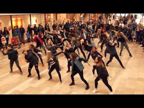 Flashmob @ winkelcentrum Zuidplein