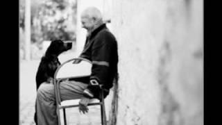 Lão cô đơn - Gạt tàn đầy