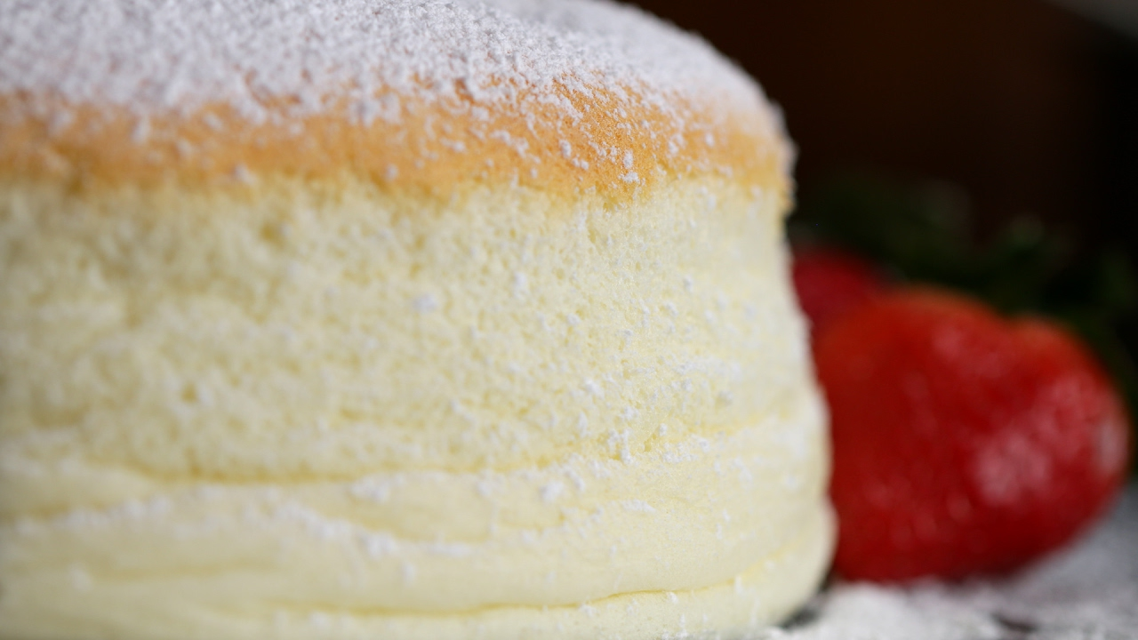 Jiggly Fluffy Japanese Cheesecake - YouTube
