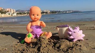 La bebe nenuco juega en la playa con una piscina / Capítulo 27 de las Aventuras de la Bebe thumbnail