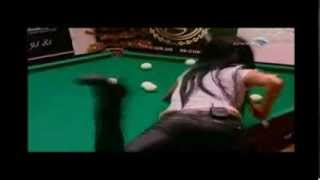 Beauty girl plays in Russian billiards!
