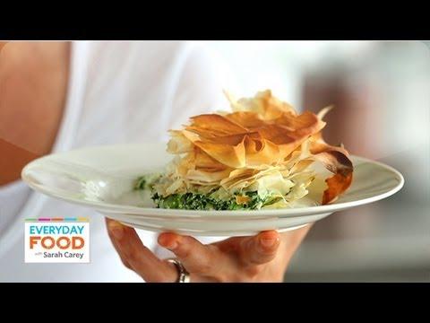 Skillet spinach pie everyday food with sarah carey youtube skillet spinach pie everyday food with sarah carey forumfinder Images