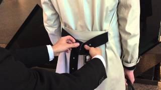 如何30秒學會綁風衣腰帶?