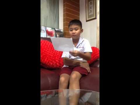 นักเรียนประถม 3  ซ้อมอ่านสุนทรพจน์ ภาษาจีน