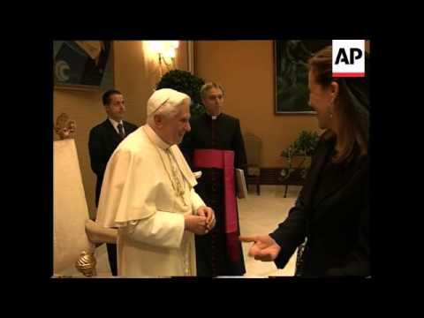 First ladies tour Rome, meet Pope, Obama's children eating ice cream