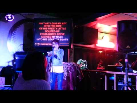 Girl stuns people in bar singing carrie underwood