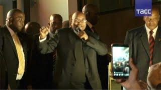 Президент ЮАР спел и станцевал в честь провала вотума недоверия