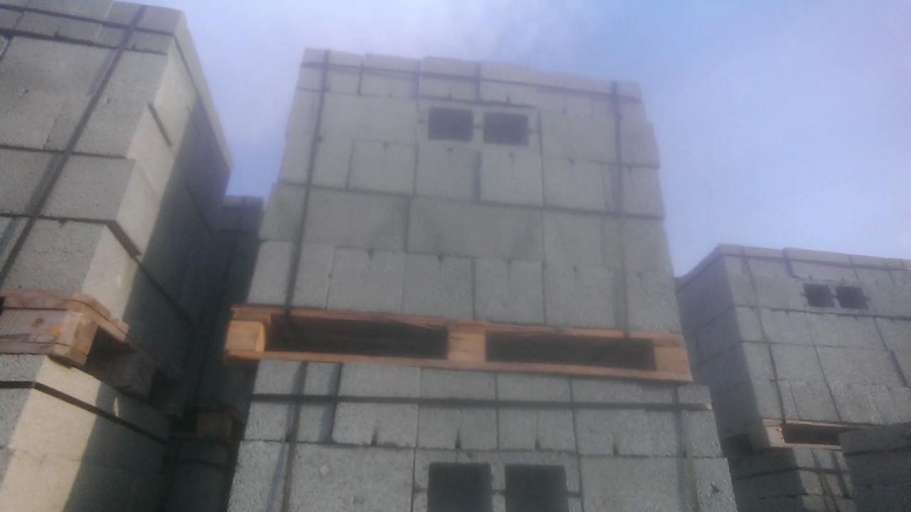 Бетонные · керамзитобетонные. Сейчас построить любое здание можно гораздо быстрее, чем когда-либо. Постоянное совершенствование техники и строительных материалов дают позитивные результаты и хорошие перспективы. Примером послужит возведение сооружений из строительных блоков.