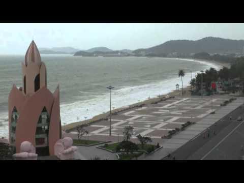 Нячанг 22 декабря волны, вид из номера отеля Nha Trang Lodge Hotel - Нячанг, Вьетнам.