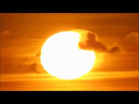 Flat Earth & flat Sun: Cloud splits around the sun & reforms!