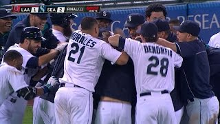 Mariners walk off on forceout in 11th