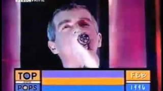 Bowie & Pet Shop B. - Hallo Spaceboy Live TOTP 1996.mp4