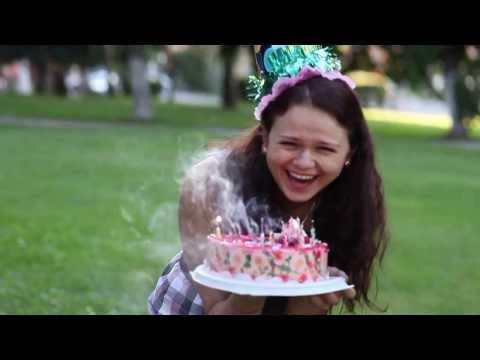 вот как поздравлять подругу с днём рождения!!!!!!!! сумашедший розовый заяц - Ржачные видео приколы