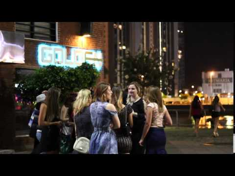 pelea de chicas pontevedra! merlo fatal!!!!!!!!! de YouTube · Duración:  1 minutos 1 segundos