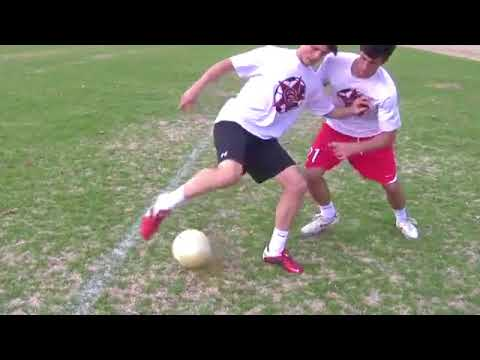 Hướng dẫn đá bóng –  Kỹ thuật quặt bóng khi tì đè đối phương