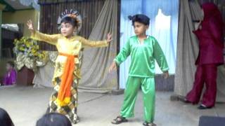 Adu Manis Aqilla (Jaipong Samen PAUD ANISA 2011).AVI