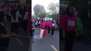Aksi Lucu Seorang Ibu ( Gerak Jalan HUT RI ke 72 ) Kocaaakkkk!!!