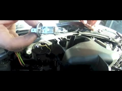 Peugeot 206 changer ampoule de phare avant youtube for Changer ampoule garage