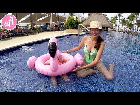Доминикана. Надувной круг фламинго. Купаемся в бассейне