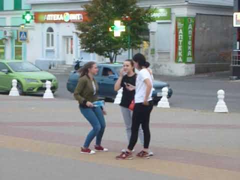 P1080319 в самом центре города Новохопёрск в августе 2018 г.звучит ,,РЕТРО,,
