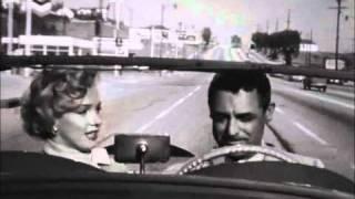 Marilyn Monroe acompaña a Cary Grant