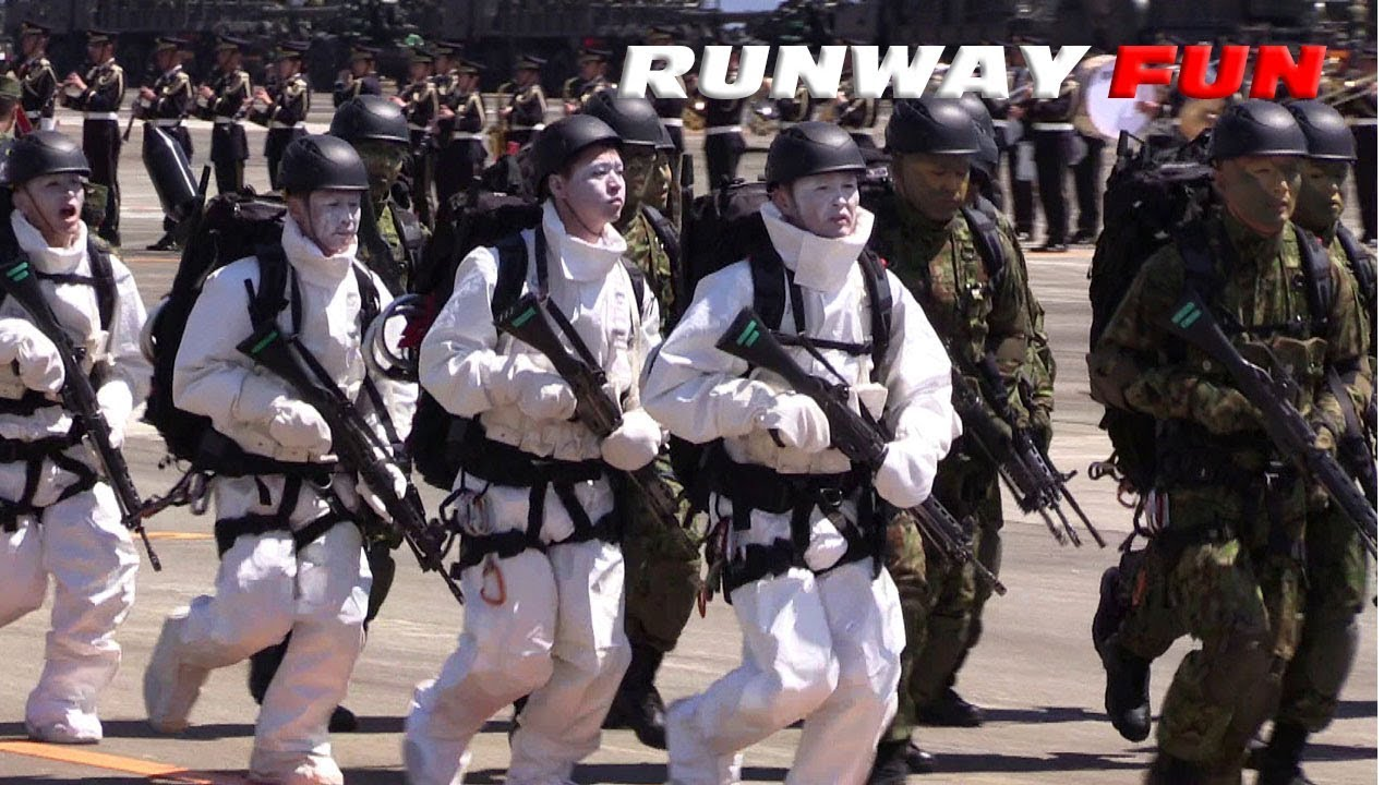 分列行進曲で最強部隊レンジャーが走る!!! 相馬原駐屯地観閲行進 JGSDF ...