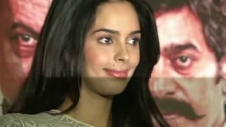 Mallika Sherawat Was Not Comfotable While Doing  Scene With OM Puri !