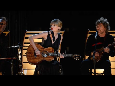 taylor-swift---'red'-live-performance-at-cmas-2013