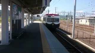 近江鉄道米原駅にて田名部生来さんのパト電が入線する風景です。2015年8...