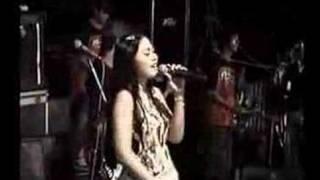 Download lagu rollista tanda cinta MP3