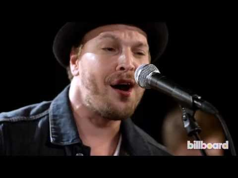 Gavin Degraw Performs