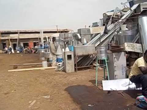 Eritrea  Asmara  Recycling market  Mercado del reciclaje 1 Vistas de trastos