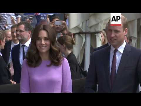 William and Kate meet Hamburg mayor