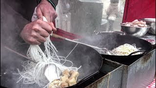 Thai Noodles With Shrimps, Tofu, Chicken. London Street Food
