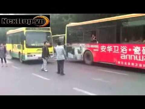 Đâm nhau như phim hành động giữa đường phố [Nexttop.vn].flv