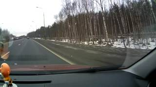 Сильно подрезал на шоссе.