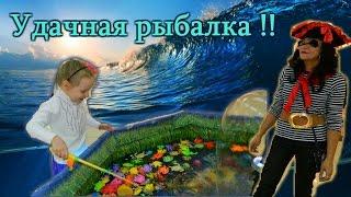 Развлечение для детей. Рыбалка на магнитах. Entertainment for children. Fishing magnets.