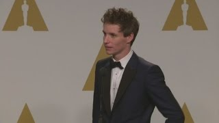 raw eddie redmayne backstage at the oscars