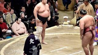 2012年1月9日(祝月)、平成24年大相撲初場所2日目、安美錦VS稀勢の里です...