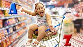 Comprei tudo de A-Z no supermercado (Ordem Alfabética) - MC Divertida