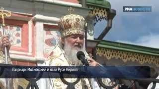Массовая молитва перед Иверской иконой Божией матери(Сотни православных приняли участие в первой массовой молитве перед чудотворным образом Иверской иконы..., 2012-05-24T17:07:30.000Z)
