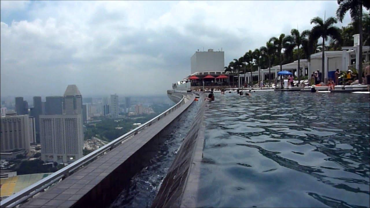 Marina Bay Sands Hotel マリーナ・ベイ・サンズの屋上プールにカメラを持って入ってみた!! - YouTube